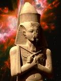 Estátua de Pinedjem e de nebulosa da borboleta (elementos desta imagem Foto de Stock