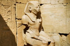 A estátua de Ramses no templo de Karnak Fotografia de Stock Royalty Free
