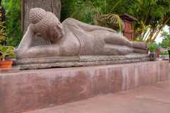 Estátua de reclinação de Buddha Fotografia de Stock