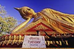 Estátua de reclinação de Buddha Imagens de Stock