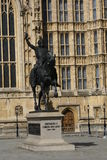 Estátua de Richard Coeur de Lion no palácio de Westminster em Londres, Inglaterra, Europa Imagens de Stock