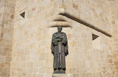 Estátua de San Pedro de Alcantara na catedral do St Marys de Caceres Foto de Stock