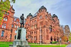 Estátua de Sir Oliver Mowat na construção legislativa de Ontário em Toronto, Canadá Imagens de Stock Royalty Free