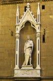 Estátua de St George, Florença, Itália imagem de stock