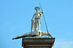 Estátua de Theodor de Saint em uma coluna em Veneza - Itália fotos de stock royalty free