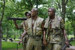 A estátua de três soldados que comemora a guerra do vietname no National Mall em Washington D C imagens de stock royalty free