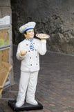 Estátua de um fabricante da pizza imagens de stock royalty free