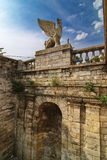 Estátua de um grifo um dos elementos da escada na montagem Mithridates Foto de Stock