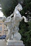 Estátua de um homem com um cavalo perto do museu da história natural e de Art History Museum em Viena, Áustria Fotografia de Stock Royalty Free