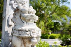 Estátua de um leão no Po Lin Monastery em Hong Kong fotografia de stock