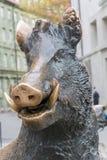Estátua de um varrão do metal em Munich imagem de stock royalty free
