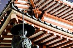 Estátua de uma monge imagens de stock