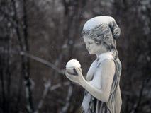Estátua de uma mulher fotografia de stock