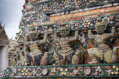 Estátua de Wat Arun em Banguecoque Foto de Stock