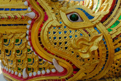 Estátua de Wat Phra Singh - de Dragon Naga Fotos de Stock