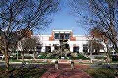 Estátua de Wolfpack em Carter-Finley Stadium, Cary, North Carolina imagem de stock royalty free