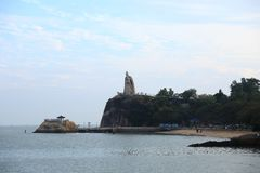 A estátua de Zheng Chenggong na ilhota de Gulangyu foto de stock