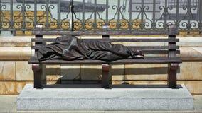 Estátua desabrigada de Jesus na frente da catedral do Madri Fotografia de Stock