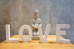 Estátua do amor e da Buda Fotos de Stock Royalty Free