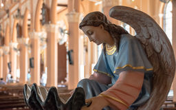 Estátua do anjo em Maephra Patisonti Niramon Church, província de Chanthaburi, Tailândia Imagem de Stock Royalty Free
