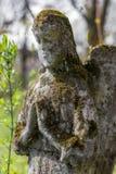 Estátua do anjo na sepultura Imagens de Stock