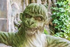 Estátua do Balinese de uma criatura mítico do Humano-macaco fotografia de stock