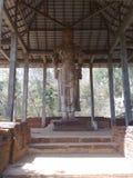 Estátua do budhdha do senhor do awalokitheshwara de Maligawila em Sri Lanka imagens de stock