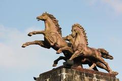 A estátua do cavalo de galope Imagens de Stock Royalty Free