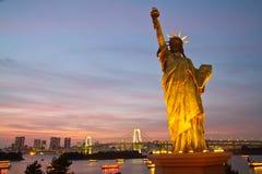Estátua do crepúsculo da liberdade fotos de stock royalty free