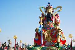 Estátua do deus da taoista em Lotus Lake Imagens de Stock Royalty Free