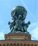 Estátua do deus do atlas imagens de stock