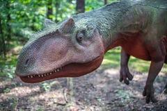 Estátua do dinossauro do Allosaurus fotografia de stock royalty free