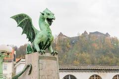 A estátua do dragão de Dragon Bridge (Zmajski mais fotos de stock royalty free