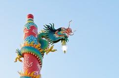 Estátua do dragão no santuário do chinês, Tailândia Fotografia de Stock Royalty Free
