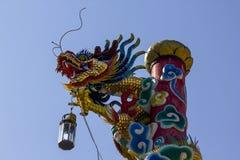 Estátua do dragão no templo chinês fotos de stock royalty free