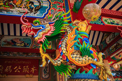 Estátua do dragão no templo chinês Imagens de Stock Royalty Free
