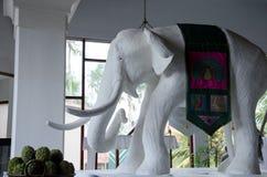 estátua do elefante branco em Ásia Foto de Stock Royalty Free