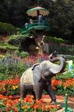 Estátua do elefante e torre dos visores Imagens de Stock