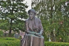 Estátua do escritor Selma Lagerlof, Karlstad, Suécia imagens de stock royalty free