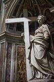 Estátua do interior da basílica de St Peter, Vaticano imagens de stock