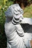 Estátua do jardim decorada no jardim imagem de stock royalty free