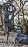 A estátua do jardim encontra Frost Fotos de Stock
