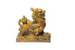 Estátua do leão em um fundo branco foto de stock royalty free