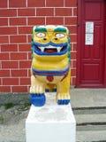 A estátua do leão em um templo budista Foto de Stock