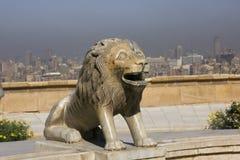 Estátua do leão no Cairo, Egito Imagens de Stock