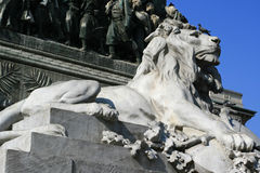 Estátua do leão - praça del Domo - Milão - Itália Fotografia de Stock Royalty Free
