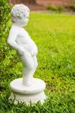 Estátua do menino imagens de stock
