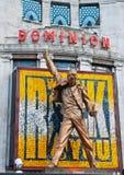 Estátua do Mercury de Freddie acima do teatro da autoridade imagem de stock