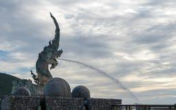 Estátua do Naga em Songkhla, Tailândia Fotos de Stock Royalty Free