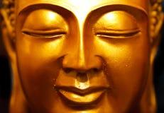 Estátua do ouro de Buddha fotos de stock